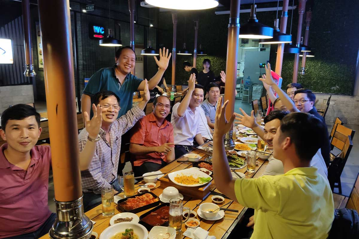 Lớp All on 4 khóa 07 đi ăn tối giao lưu với nhau