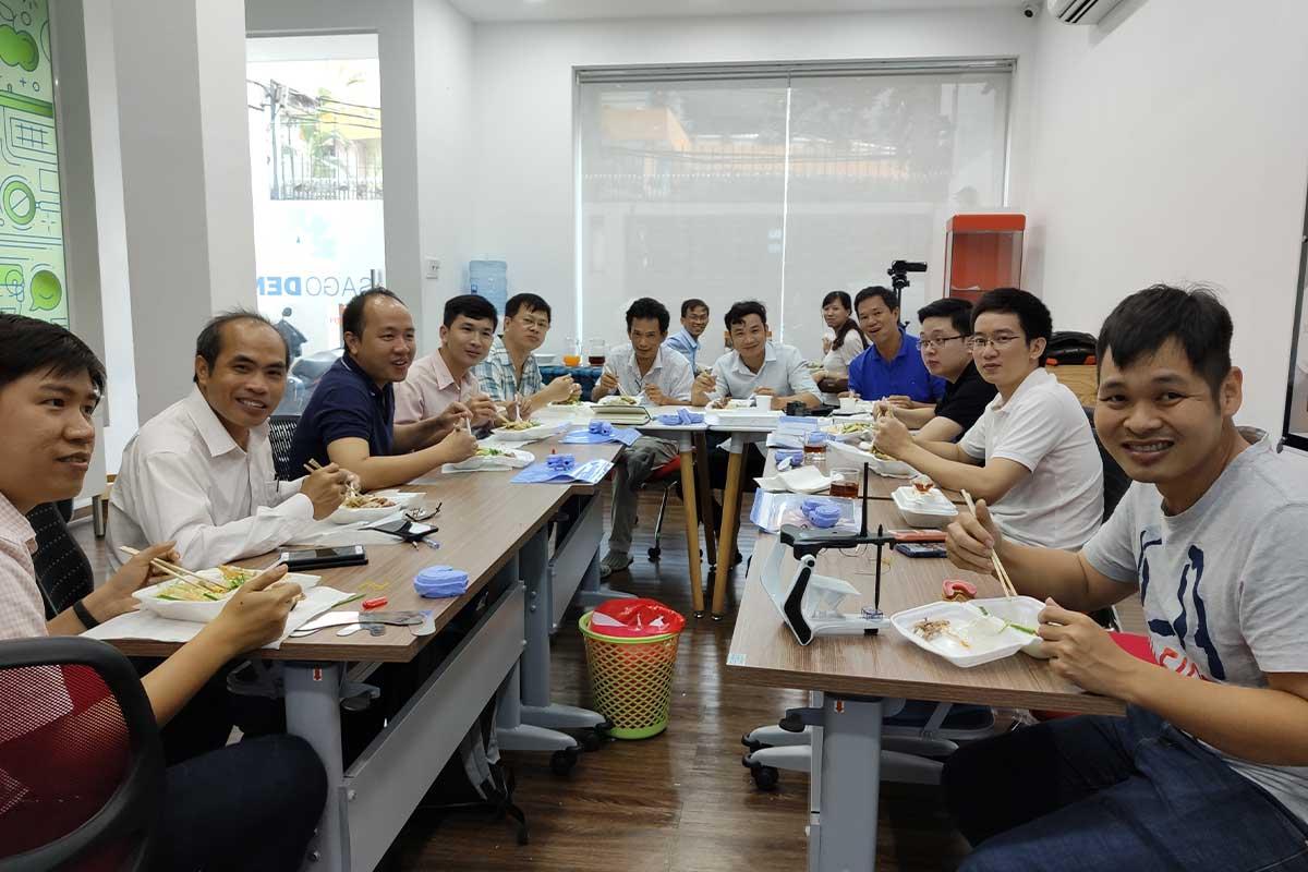 Lớp All on 4 Khóa 7 ăn trưa tại Sagodent